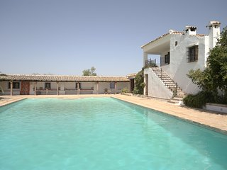 Rural Spanish Farmhouse, 13 en-suite bedrooms and 20 mtr private pool! Cortijo El-Cachete