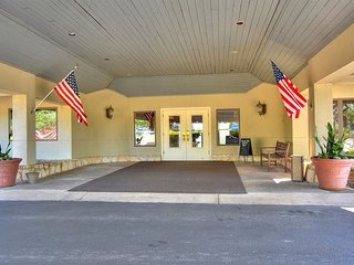 Amazing Golfers Retreat with County Club Access in Spicewoods TX- Sleeps 9