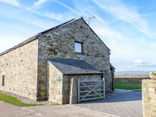 INGLEBOROUGH BARN  barn conversion, spacious, hot tub, WiFi, enclosed garden, walks form doorstep in High Bentham Ref 914896