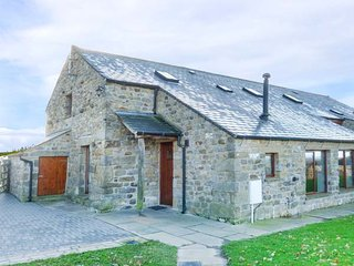 INGLEBOROUGH BARN  barn conversion, spacious, hot tub, WiFi, enclosed garden, wa