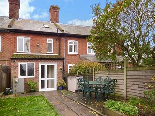 2 HOME FARM COTTAGES beautifully-appointed, woodburner, sun room, pet-friendly