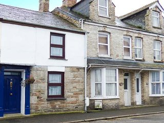 CHY EWN, central location, woodburner, lawned garden, in St Columb Major, Ref 937385
