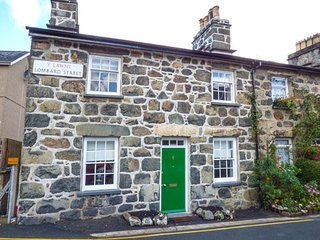 BRO DAWEL, Grade 11 end-terrace, woodburner, pet-friendly, WiFi, in Dolgellau, R