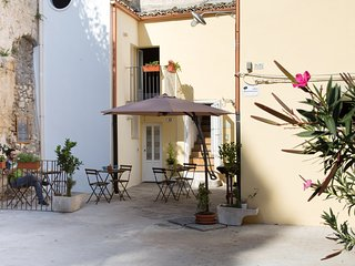 Antico Mercato Casa Giuly Ragusa Ibla per coppie con due o piu figli, max 6 pers