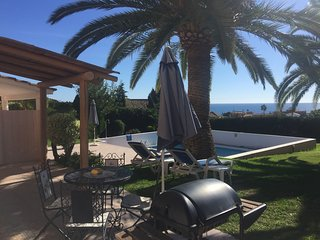 Beautiful 2 Bedroom by the pool with sea view, Estepona