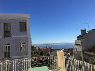 Ap32 - Amazing 3 bedrooms apartment with large terrace and river view, Graça, Lisboa