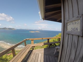 Captain's Cabin~Private 1BR, Fabulous Views, Quiet, funky, Outdoor Shower, Decks, Coral Bay