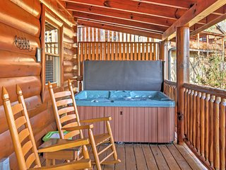 """""""Cubbie's Cabin"""" Luxurious 2BR Sevierville Cabin w/Wraparound Porch! Come Experience the Great Smoky Mountains"""