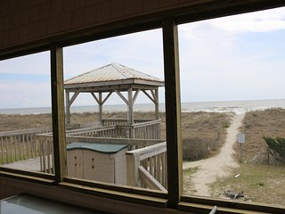 Po Boy OceanFront Home - Wifi*Screened Porch*Gazebo W/Porch Swing*Ocean Kayak, Oak Island