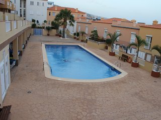 Candelaria - Piscina. Paseo Maritimo y Playa