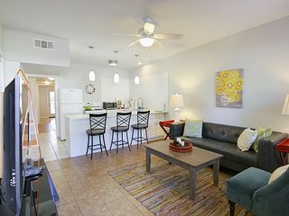 The Mellow Yellow #1 - 2BR/1BA Updated Casita -Walk to South Lamar and Zilker, Austin