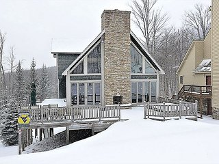 Ski Bums Inn Multi-level ski-in/ski-out home has direct access to Salamander