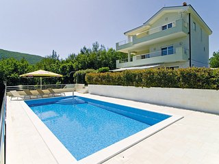 NEW! Luxury VILLA LOVRIC with  pool, jacuzzi, sauna, private tavern, 8 person, Omis
