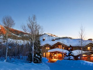 Gold Mine Lodge: 6BR walk-to-ski 150 yards - Deluxe  Private Home