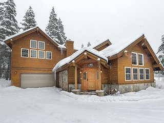 Powder Run Lodge  - Gorgeous Luxury 3 BR w/ Hot Tub - Minutes to Ski Lifts, Olympic Valley