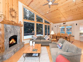 Lausanne Way  - Spacious 4 Bedroom in Tahoe Donner with Hot Tub!