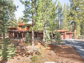 August Lease! Modern Luxury Defined in this Stunning 4 BR home in Lahontan, Truckee