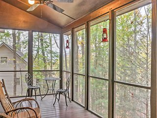 2BR Ellijay Cabin w/Serene Mountain Views!