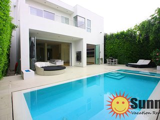 #111 Modern Dream House w/ Pool by The Grove and Beverly Center!
