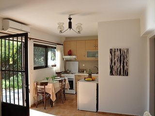 Sunny family apartment with garden, Naupactus