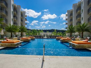 2BR Luxurious Condo at Ricchi in San Antonio, Texas