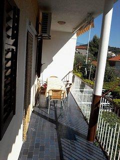 H(10+2): terrace
