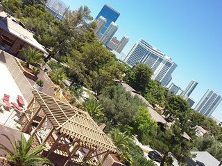 PENTHOUSE Luxury 2Bed/2Bath w/ Strip & Pool Views!, Las Vegas