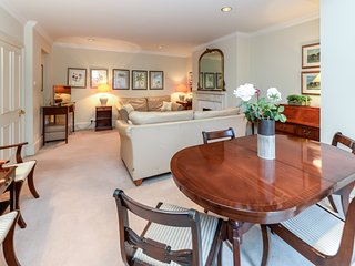 High Quality 2 Bedroom Apartment in Kensington