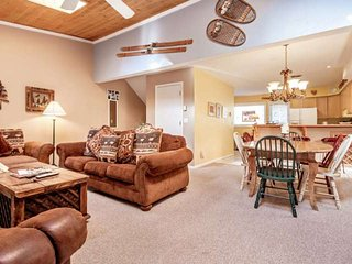 West Vail Townhome, Great Value, Steps to Bus, Minutes to Slopes, Family