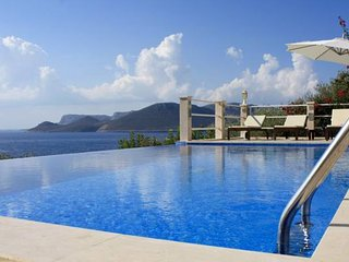 Villa Leucosia, private pool, direct access to sea, Kas