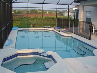 Luxury 6 Bed 3 Bath home with Games Room, Pool & Spa. 5426CMC, Kissimmee