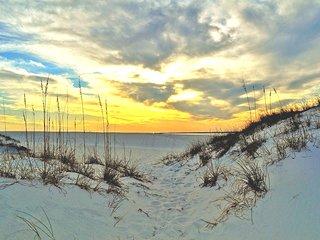 """Sea Oats Unit 412"" Gorgeous Condo with Partial Gulf Views!!, Fort Walton Beach"