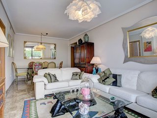 Elegant 1 bed apartment with decked terrace.