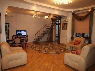 Treasure homes apartment Moscow center, Moscú