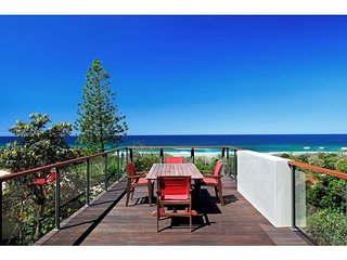 Peregian Dreaming Beach House with Stunning Views, Peregian Beach