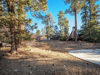 Charming, inviting cabin great for a family - close to town & the lake!