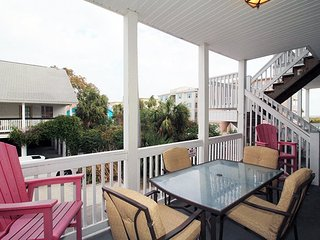Tybee Sands Condominiums - Unit 2A - 500 Ft to the Beach - Small Dog Friendly, Isla de Tybee