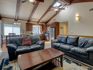 Relax in style at this cozy, family-friendly cabin with a game room, Big Bear Region