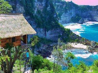 """Rumah Pohon """"Tree House"""" Atuh, Nusa Penida"""