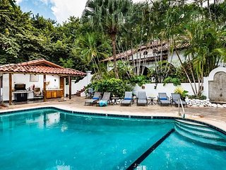 Just Steps to Sand & Surf - 3 BR House in Garden Estate - Pool, Private Patio, Tamarindo