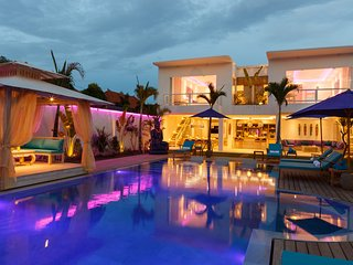 NEW STUNNING 4 BDR VILLA, HUGE PRIVATE POOL, Seminyak