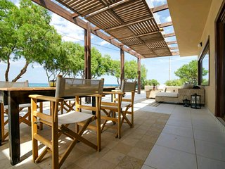 Villa Kouvohori 3 bedrooms seafront Classic