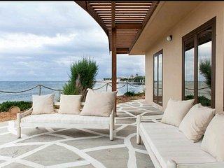 Villa Kouvohori 5 bedrooms seafront superior, Gournes Pediados