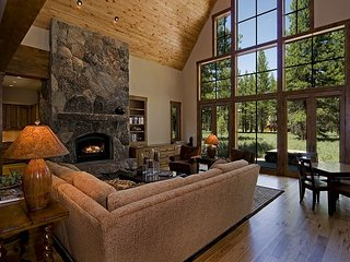 CraftsmanLodge - Beautiful, Spacious 4BR in Old Greenwood w/ Pool Table & HOA, Truckee