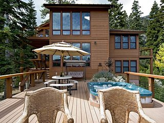 Eagles Nest - 5 BR w. Stunning Mountain Views, Hot tub & Pool Table