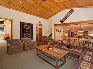 Indian Hills - Beautiful Northstar 4 BR w/ Hot Tub & Ski Shuttle - Sleeps 11!, Truckee