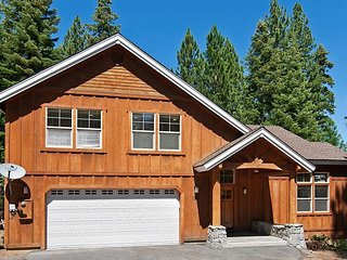 Indian Hills - Beautiful Northstar 4 BR w/ Ski Shuttle - Sleeps 11!, Truckee