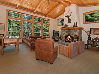 Indian Hills - Beautiful Northstar 4 BR w/ Hot Tub *** Free Shuttle Too**