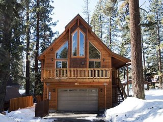 RedCedar -Beautiful 3 BR w/ Gorgeous Furnishings in Tahoe City - From $280/nt
