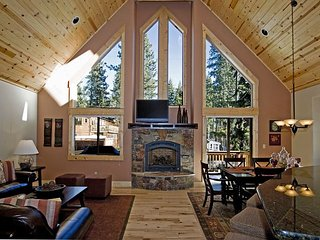 Red Cedar - Beautiful 3 BR w/ Gorgeous Furnishings in Tahoe City